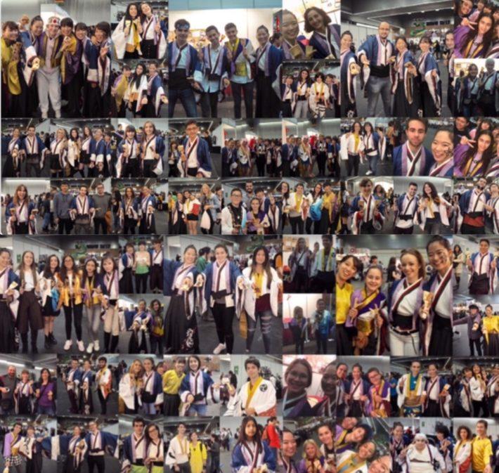 衣装を着た来場者の人たちと記念撮影