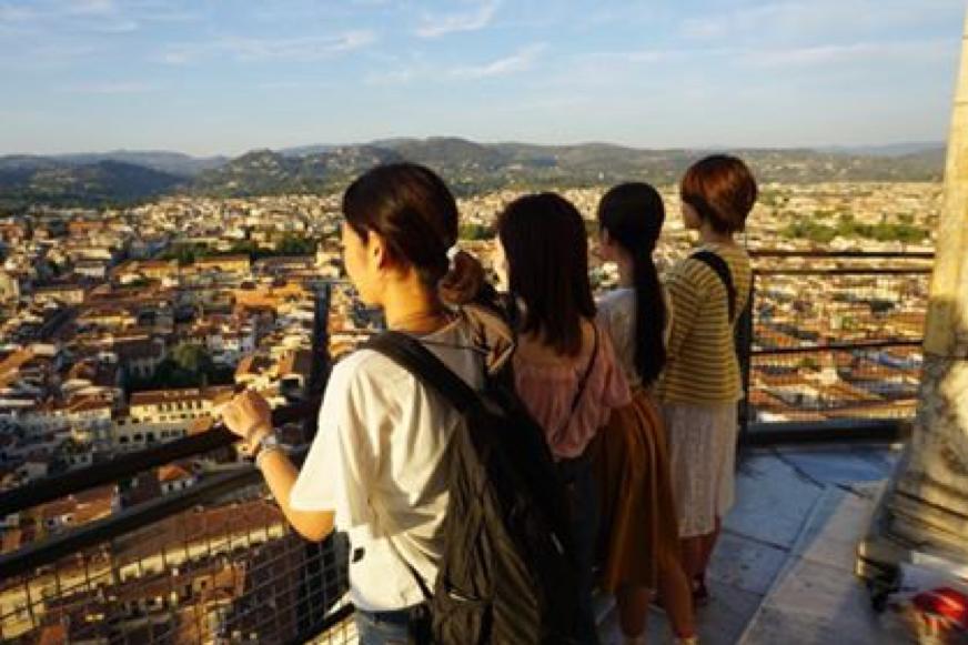 デザイン学校の友人とフィレンツェ大聖堂で撮った写真