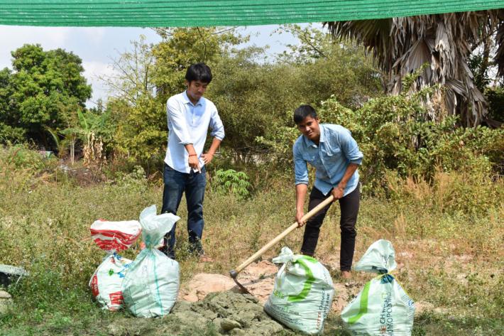 カンボジアでの農作業風景